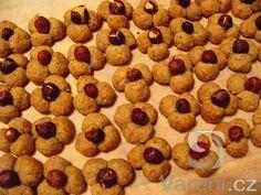 Ořechové jetelíčky . Velmi jednoduchý recept na cukroví, které rychle mizí ze stolu.