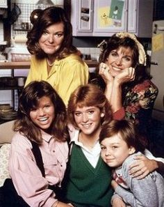 """A DAY in TV HISTORY - Mar American sitcom """"Kate & Allie"""" premiered on CBS TV starring Susan Saint James and Jane Curtin. The series aired for six seasons with 122 episodes. 80 Tv Shows, Old Shows, Best Tv Shows, Favorite Tv Shows, Childhood Tv Shows, 80s Kids, Vintage Tv, Tv Guide, Old Tv"""