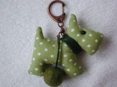Porte cl suspension mon lapin blanc en feutrine fait main livraison offerte - Comment faire un porte clef ...