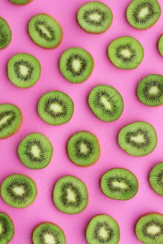 Sliced kiwi fruit on a pink background Food Wallpaper, Iphone Background Wallpaper, Cute Wallpaper Backgrounds, Cute Wallpapers, Wallpaper Wallpapers, Pretty Backgrounds For Iphone, Rose Background, Fruit Photography, Orange Aesthetic
