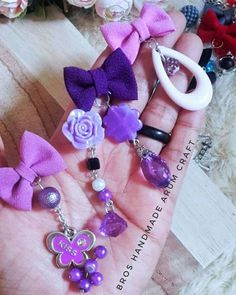 Rakhi, Flower Crafts, Sewing Hacks, Brooches, Beaded Jewelry, Diy And Crafts, Dangles, Scrapbooking, Business