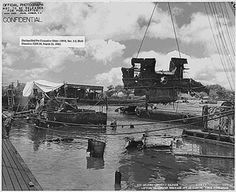 Pearl Harbor Historical Photos: USS Arizona - Lifting Underwater Wreckage Aft of Conning Tower Uss Arizona Memorial, Uss Oklahoma, Remember Pearl Harbor, Us Battleships, Us Navy Ships, Pearl Harbor Attack, Naval History, The Life, World War Two