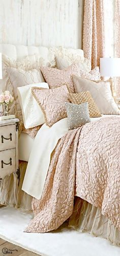 Lovely floral pattern bedding and scabby chic bedroom decor @istandarddesign