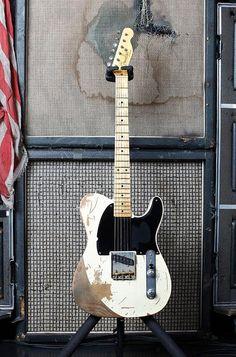Joe Perry's Fender Custom Shop Jeff Beck Esquire Replica - love the speaker cabs! Fender Stratocaster, Vintage Telecaster, Fender Guitars, Vintage Guitars, Rickenbacker Bass, Music Guitar, Guitar Amp, Cool Guitar, Acoustic Guitar