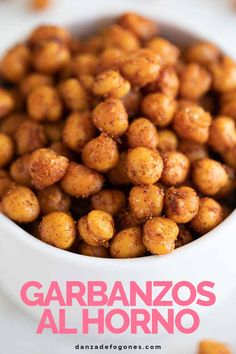 Roasted chickpeas, the perfect snack or appetizer that's also full of protein. They are savory and crunchy, so easy to make and ready in only 5 minutes! Recipes Appetizers And Snacks, Dog Food Recipes, Vegetarian Recipes, Healthy Recipes, Vegan Snacks, Healthy Snacks, Daniel Fast Meal Plan, Oven Roasted Chickpeas, Canned Chickpeas