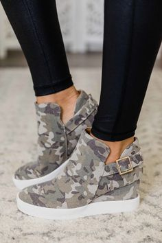 Picking out the next must have item of the season is easy when Pink Lily is your favorite online boutique. Sneaker Outfits, Converse Outfits, Sneakers Mode, Sneakers Fashion, Fashion Shoes, Summer Sneakers, Wedge Sneakers Style, Womens Wedge Sneakers, Wedged Sneakers