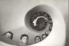 Martine Frank - Bibliothèque pour enfants, France, 1965.