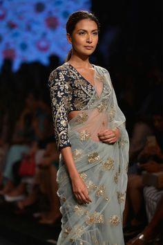 Payal Singhal Indian designer Lakme Fashion Week SR 16 new collection shop now Sari Blouse Designs, Saree Blouse Patterns, Fancy Blouse Designs, Trendy Sarees, Stylish Sarees, Indian Dresses, Indian Outfits, Indian Fashion Trends, Indian Silk Sarees
