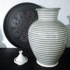 Underbar vit/grå handgjord marockansk Vas från Tine K Home