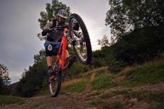 Banco de pruebas: Enduro para probar la línea Mix de Kask ~ Mountainbike Magazine http://www.mountainbikemagazine.net/2013/10/banco-de-pruebas-enduro-para-probar-la.html