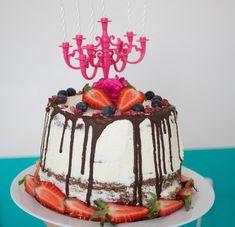 low carb dort | peklanepekla.cz Low Carb, Birthday Cake, Food, Birthday Cakes, Essen, Meals, Yemek, Cake Birthday, Eten