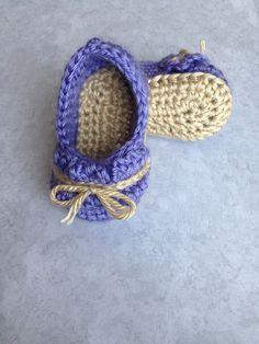 Pattini di bambino viola, uncinetto bambino pantofole, regalo del bambino, Crochet Baby scarpe, scarpe neonate, neonato ragazza scarpe, pattini di bambino Crochet, neonato