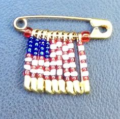 Patriotic Friendship Pin - made from safety pins and seed beads, make many share with your friends! Safety Pin Art, Safety Pin Crafts, Safety Pins, Crafts For Girls, Crafts To Do, Bead Crafts, Arts And Crafts, Girl Scout Swap, Girl Scouts