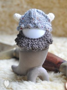 Viking Egg Cozy - free crochet pattern in English and German by Baerbel Born.