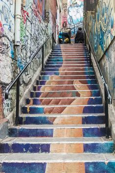 A city filled with colourful staircases, each with their own unique street art, Valparaiso Chile is a vivid example of personal expression. Art Valparaiso Street Art: Vibrant Expression in Chile Murals Street Art, 3d Street Art, Street Art Graffiti, New York Graffiti, Urban Street Art, Best Street Art, Amazing Street Art, Street Artists, Urban Art