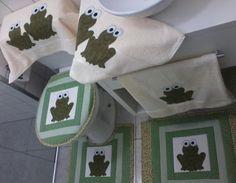 Conjunto de Banheiro em Patchwork com 7 pçs.  01- Tampa para vaso 01- Tapete para vaso 01- Tapete para Pia 02- Toalhas de Rosto 02- Toalhas de Banho R$ 310,00