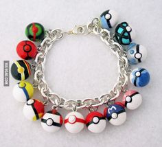 I want this Pokeballs bracelet!