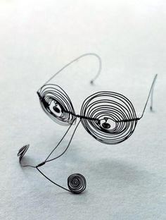 ca 1932 Alexander Calder 'Spectacles'. Alexander Calder, Abstract Sculpture, Sculpture Art, Wire Sculptures, Georges Braque, Kinetic Art, Wire Art, Art Plastique, Jewelry Art