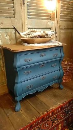 See photos, tips, similar places specials, and more at Vanetje Decor, Moving House, Interior, Diy Furniture, Refinishing Furniture, House Styles, Furniture Inspiration, Inspiration, Colorful Furniture