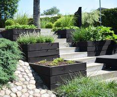 garden Design - Lilly is Love Terraced Backyard, Sloped Backyard, Sloped Garden, Backyard Landscaping, Rooftop Garden, Balcony Garden, Tiered Garden, Garden Stairs, Garden Cottage