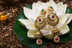 Indian Jewelry Earrings, Jewelry Design Earrings, Gold Earrings Designs, Indian Wedding Jewelry, Jewelry Ads, Gold Designs, India Jewelry, Bridal Jewellery, Luxury Jewelry