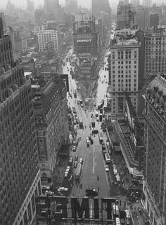 Times Square in the rain, 1940s byLou Stoumen