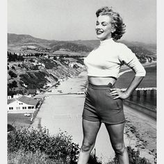 February Norma Jeane Mortenson was born on June in Los Angeles, California. Twenty years later, she adopted the name Marilyn Monroe, and catapulted to an unparalleled level of superstardom. Marylin Monroe, Marilyn Monroe Signature, Marilyn Monroe Photos, Hollywood Icons, Classic Hollywood, Old Hollywood, Hollywood Stars, Hollywood Actresses, Brigitte Bardot