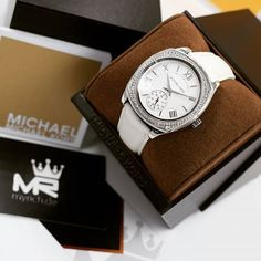 Michael Kors MK2385 | @MyRich.de #MichaelKors #michaelkorswatch #mk2385 #mkwatch #original #official #watches #style #uhr #trend #life #new #womensfashion #lifestyle #brand #luxus #juwelry #luxury #lady #fashion #jetset #zirkonia #genuineleather #special #white #silver #leather #accessories #crystal
