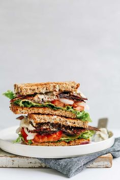 DELICIOUS Vegan BLT with Eggplant Bacon, Oil-Free Vegan Mayo, Tomato, and Onion! Crispy slices of eggplant bring the crunch and the smokiness you're looking for in a great BLT. Easy Vegan Lunch, Vegan Lunches, Work Lunches, Vegan Sandwich Recipes, Healthy Sandwiches, Sandwich Fillings, Salad Recipes, Easy Healthy Recipes, Vegetarian Recipes