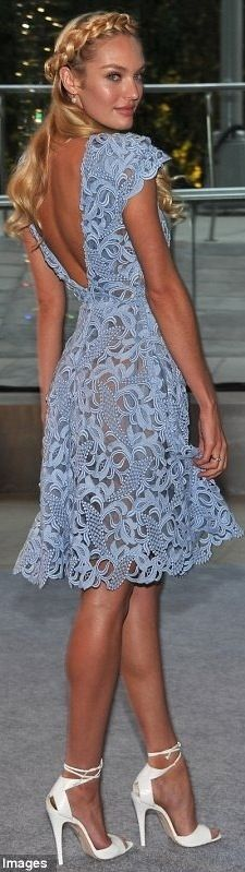This is a GORGEOUS dress.