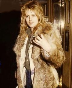 Hate the fur, love the man. I Am A Queen, Save The Queen, Freddie Mercury, Queen Drummer, Roger Taylor Queen, Stupid Guys, Queen Aesthetic, Queen Photos, Ben Hardy
