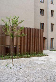 Holz-Sichtschutz Timber Screens, Timber Slats, Tor Design, Fence Design, Exterior Cladding, Wall Cladding, Minecraft Room, Garden Screening, Front Fence