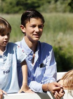 GALLERI: Prins Nikolai er en god storebror | Billed Bladet