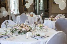 Lag feststemning men blomster og ballonger. Diy Wedding, Table Settings, Place Settings, Tablescapes