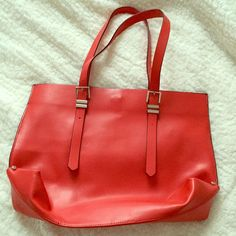 Zara Trafaluc Tote Worn maybe once or twice. No signs of wear at all. 18 in. W by 12 in. L. I no longer have the dust bag for this. Zara Bags Totes