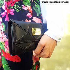 PLUMSHOPONLINE.COM - Billetera IRINA de PLUM - Mejora tu estilo fácilmente con esta hermosa billetera. Llévatela con envío GRATIS y RÁPIDO a domicilio a todo el mundo ¡Comprala fácil por internet ó ☎ (+51) 949-461082 AHORA antes que se acaben! #carteras #cartera #bag #handbag #bags #handbags #plum #carterasplum #plumshoponline #plumbags #moda #estilo #fashion #clutch #clutches #billeteras #wallets