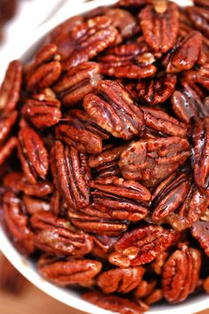 Easy Candied Pecans Recipe [Video] - Sweet and Savory Meals Brown Sugar Roasted Carrots, Honey Roasted Pecans, Candied Pecans Recipe, Glazed Pecans, Spiced Pecans, Candied Nuts, Toasted Pecans, Honey Toast, Roasted Butternut Squash Soup