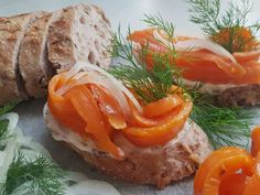 Vegane Fisch-Alternative. (c) Beatrice Jungmann DIE UMWELTBERATUNG Hamburger, Stuffed Peppers, Vegetables, Ethnic Recipes, Food, Carrots, Salmon, Recipes, Stuffed Pepper