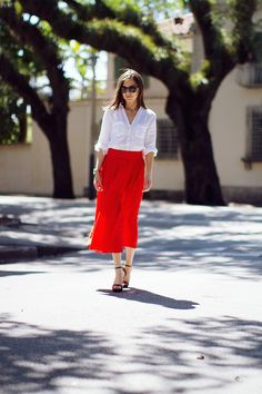 Elena of Classy and Fabulous caught our eye with this supremely steal-able look from a recent trip to Miami. The combo of a relaxed white blouse and a poppy-hued skirt is appealing in its simplicity, but still looks amazing when it meets an ocean breeze. Vacation Outfits, Summer Outfits, Casual Outfits, Fashion Beauty, Girl Fashion, Fashion Looks, Fashion Tips, Fashion Ideas, Red Skirts