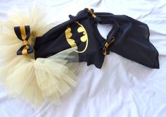 Batman Tutu set With Detachable Cape for Baby Girl. Jeremy would die, this is just too cute Batman Tutu, Cute Batman, Baby Batman, Batman Baby Clothes, Baby Kids Clothes, Tutu Outfits, Cute Girl Outfits, Batman Nursery, Superman Outfit