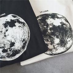Comprare Cloud Nine Luna Stampa T-shirt | YesStyle