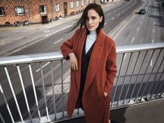 Gewinne einen Mantel von Selected Femme in herbstlichem Orange
