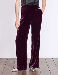 In luxuriously soft silk velvet, these party-ready trousers are a dream to wear. We've improved the fit, so they've got an ultimately flattering wide-leg cut, and given them side pockets for practicality points. Pair them with heels and prepare to make an entrance. Resort Casual Wear, Smart Styles, Velvet Pants, Wide Leg Trousers, British Style, Everyday Look, Work Wear, Winter Outfits, Fashion Beauty