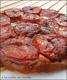 Paleo - Attention tuerie : tatin de tomates au vinaigre balsamique - It's The Best Selling Book For Getting Started With Paleo Veggie Recipes, Vegetarian Recipes, Cooking Recipes, Healthy Recipes, Quiches, Tarte Tartin, Salty Foods, Cooking Time, Food Inspiration
