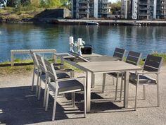 Vedlikeholdsfritt bord med uttrekk fra Fine Design Hagemøbler.