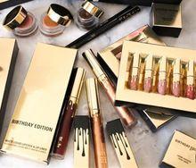 NUEVO Maquillaje Marca kyliee Señor Metal Oro lápiz labial líquido brillo de…