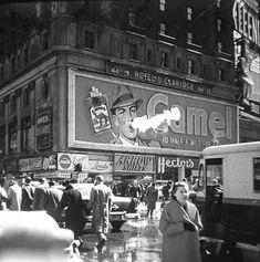 Times Square 1950s Vintage New York, Vintage Ads, Old Pictures, Old Photos, Lausanne, New York Photos, Rhythm And Blues, Old Ads, Vintage Photographs