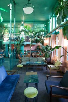 In Amsterdam& Bar Botanique sehen - Colorful Restaurant, Deco Restaurant, Modern Restaurant, Retro Interior Design, Restaurant Interior Design, 1980s Interior, Interior Architecture, Interior And Exterior, Amsterdam Bar