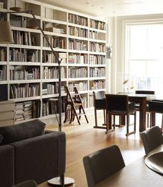 I bet that there are some good books in those shelves bookshelf styling pin Library Bookshelves, Built In Bookcase, Bookcases, Interior And Exterior, Interior Design, Book Wall, Bookshelf Styling, Home Libraries, Built Ins