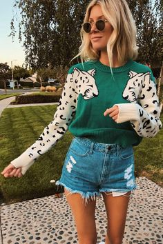 Green Double Leopard Pullover Sweater – Jassie Line Trend Fashion, Look Fashion, Autumn Fashion, Fashion Outfits, Fashion Tips, Swag Fashion, Young Fashion, 80s Fashion, Fashion 2020